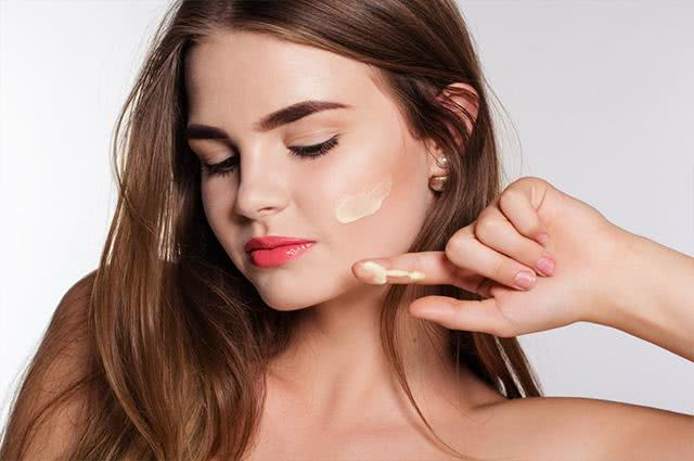 Make leve e bonita ideal para as adolescentes que gostam de se produzir